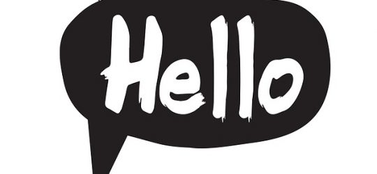 helló felirat szövegbuborékban