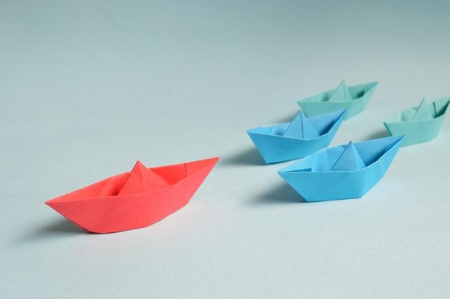 papírhajók egy vezetővel