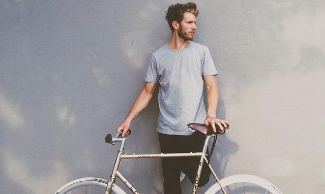 srác biciklivel