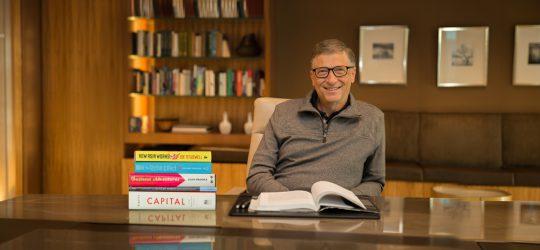 Bill Gates könyvekkel