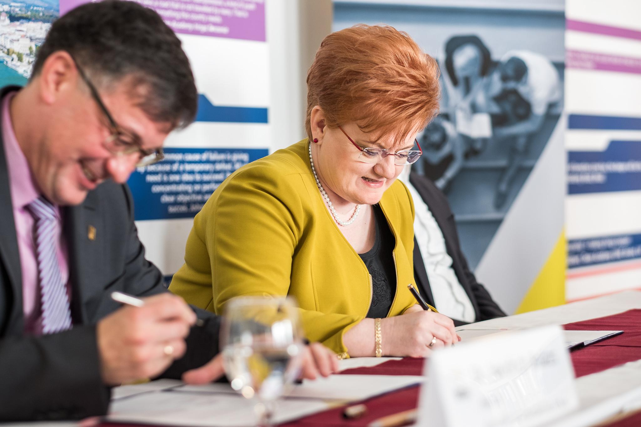 Szalai Piroska, a BVK kuratóriumi elnöke és Dr. Heidrich Balázs, a BGE rektora