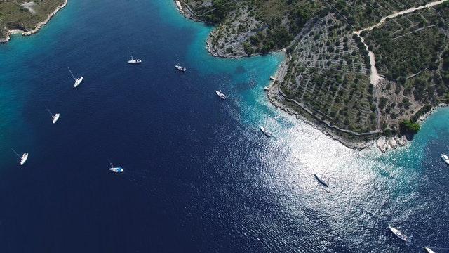 tengerpart jachtokkal