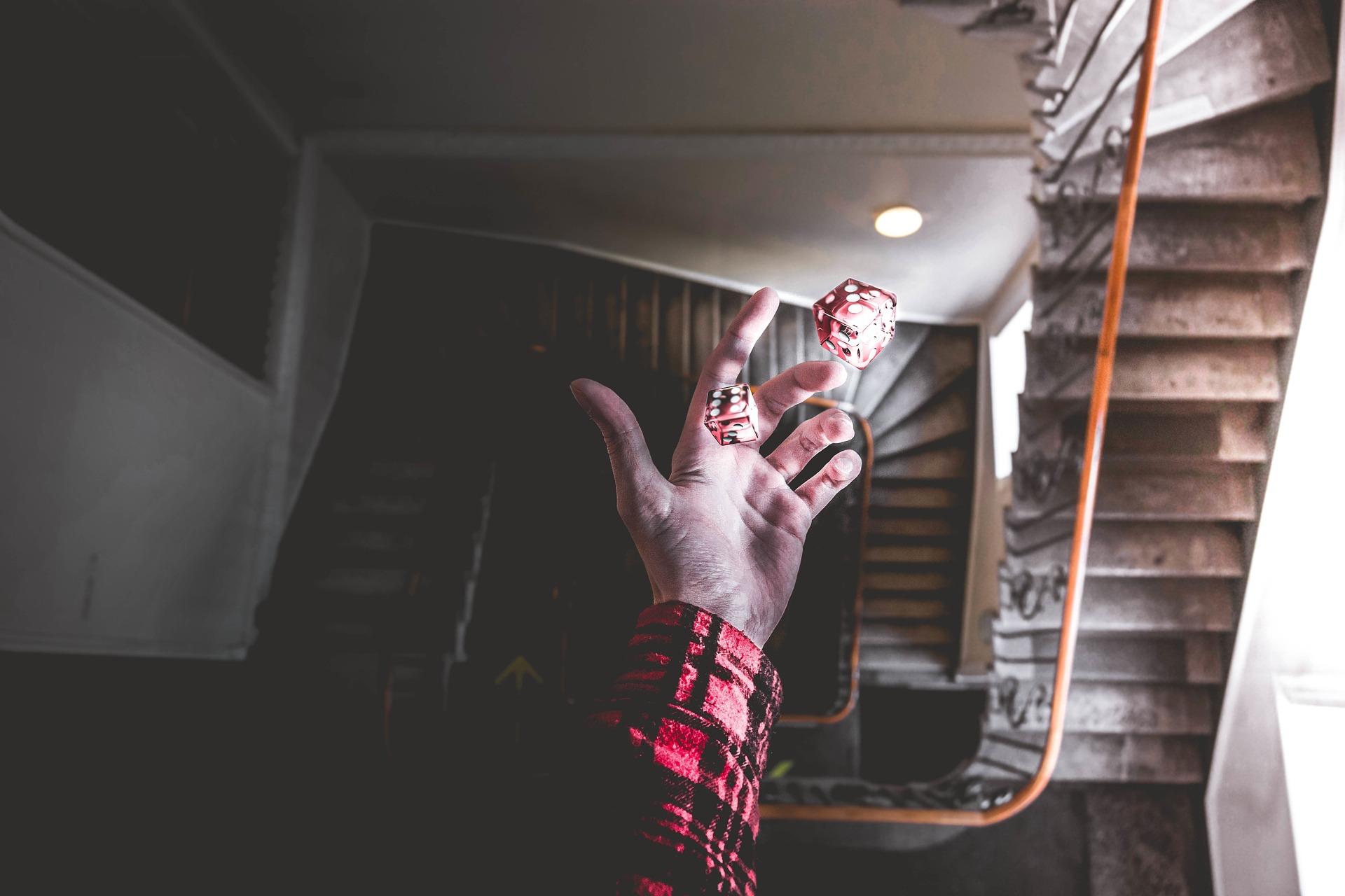 dobókockák kézben