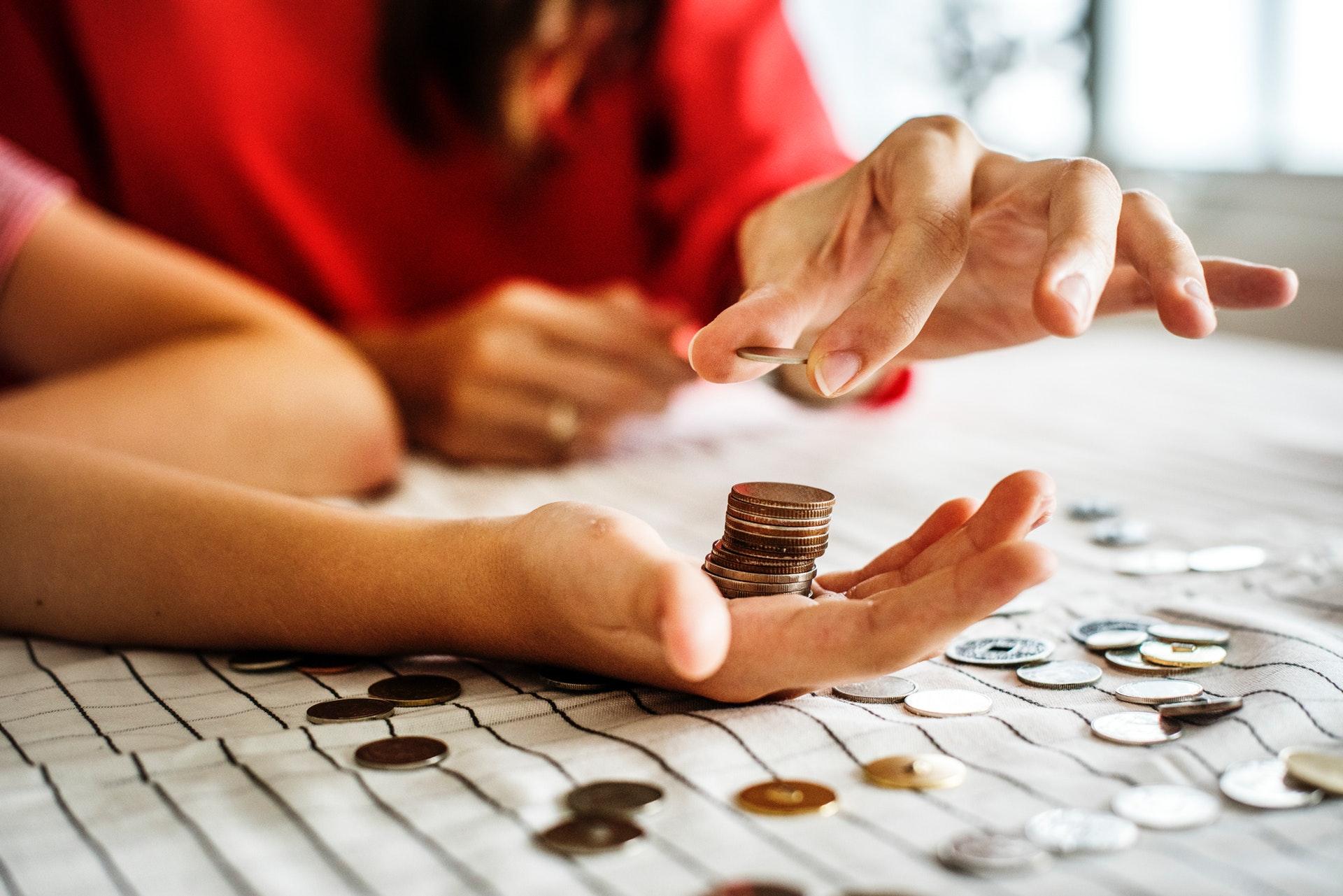 pénzt számol