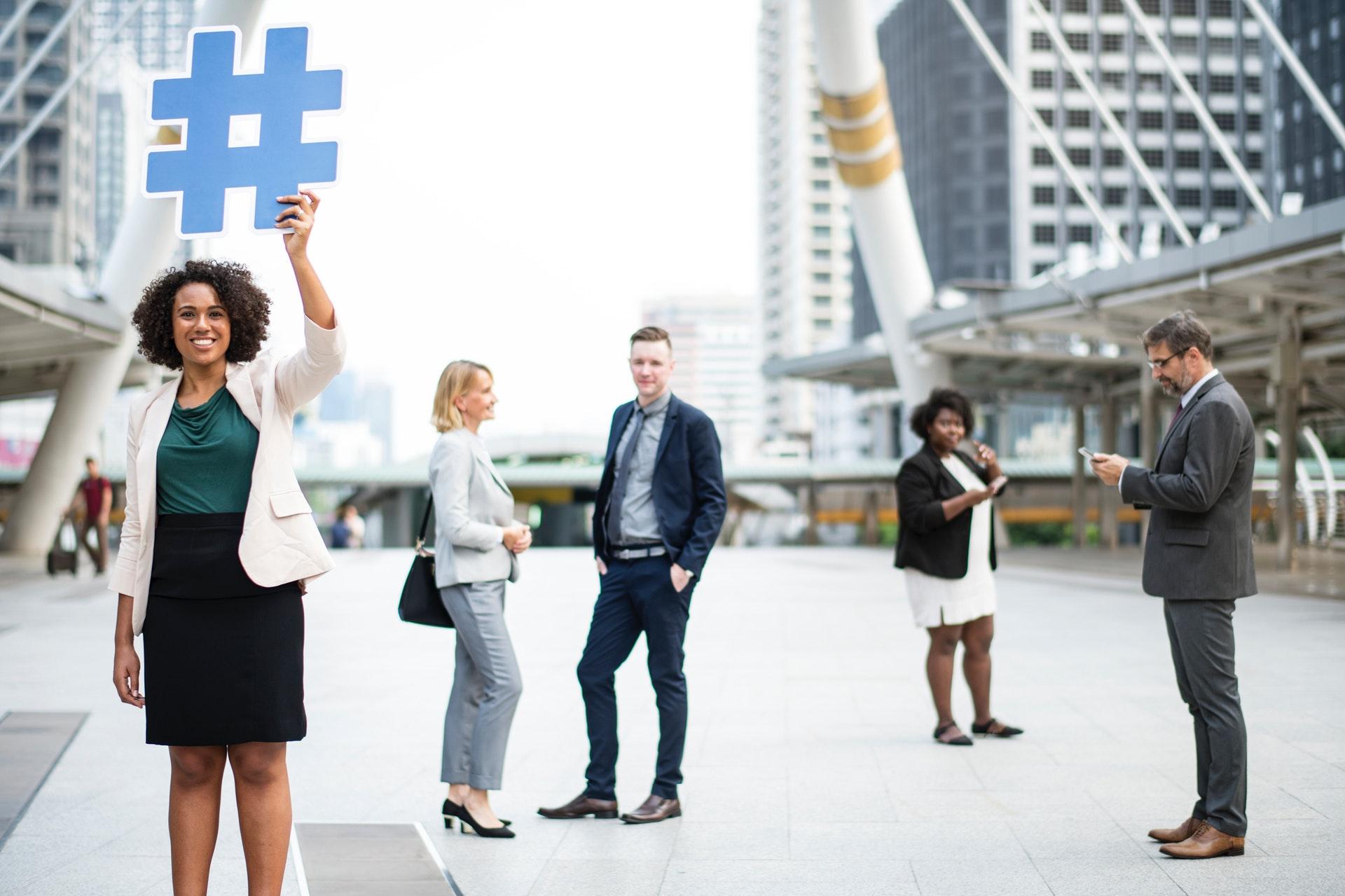 üzletemberek hashtag jellel