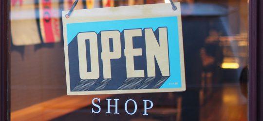 nyitva jelzés üzleten