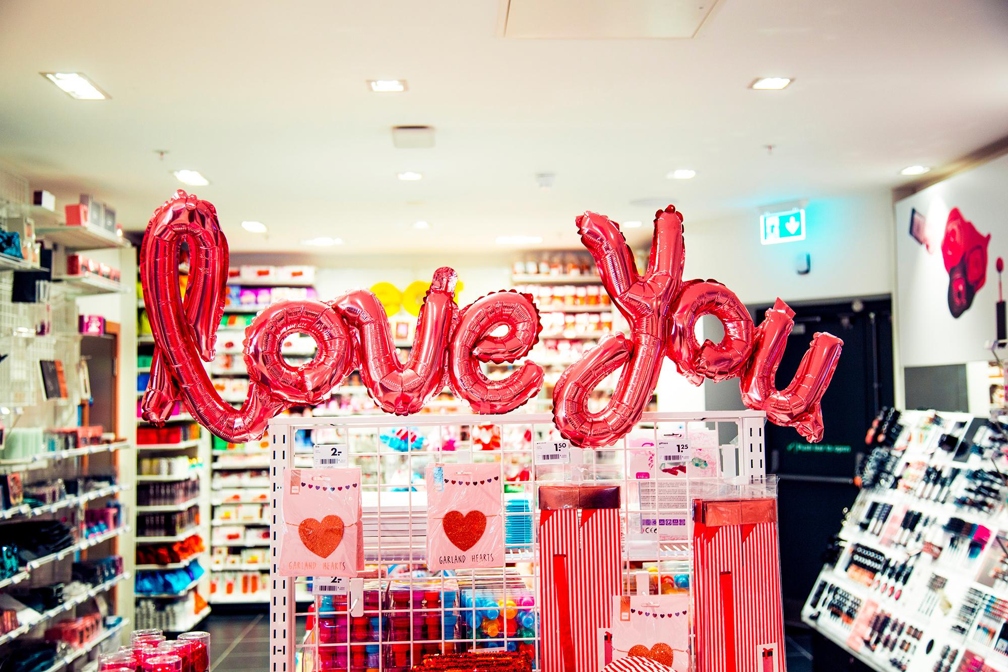 bolt valentin-napi díszben